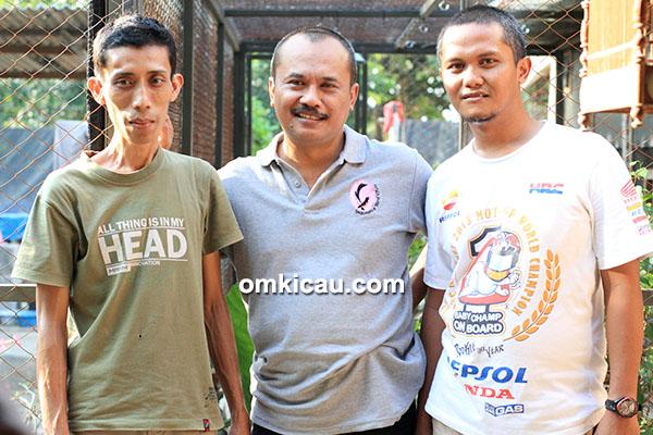 Om Duto ketika mampir ke kandang Java 168 BF Madiun, diapit Om Anto (kanan) dan Om Bowo