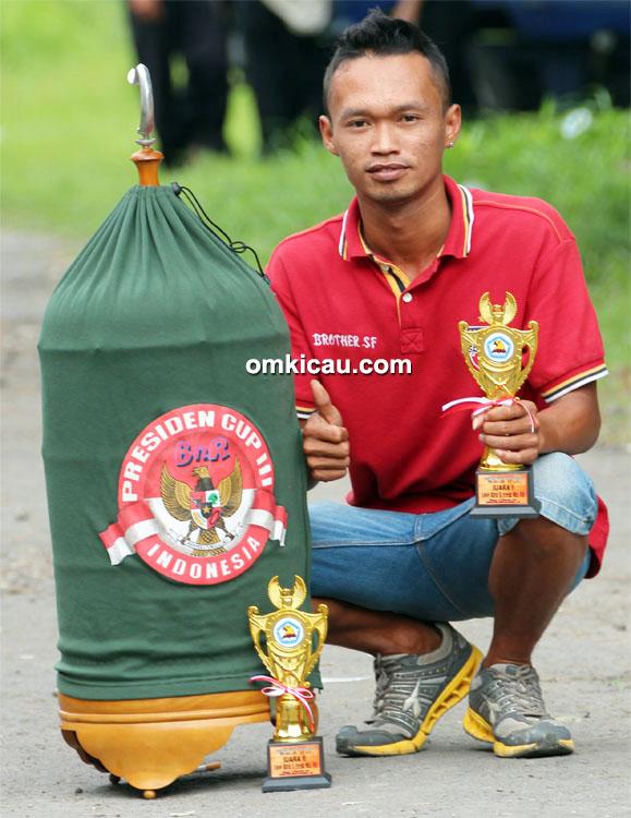 Yusak Brother antar lovebird D'Bora juara 1