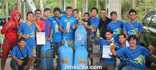 Latpres Arjuna Team - CKM Sukoharjo juara di kelas lovebird dan pleci.