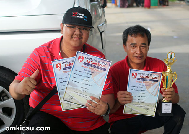 Latpres Arjuna Team - M Adrian (kiri): Juara 1 anis merah dan juara 2 lovebird.