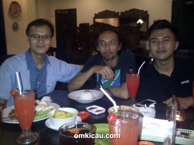 Kenari jawara milik Om Sugih - Om Sugih BSD bersama Om Edo dan Om Bayu.