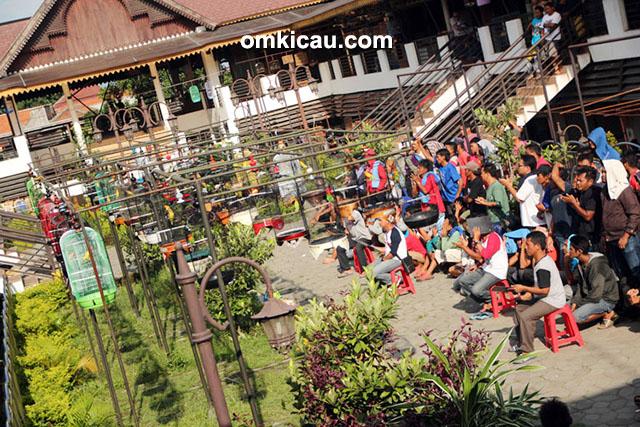 Suasana Bursa Love Bird Solo, Rabu (29/4), dilihat dari lantai atas.