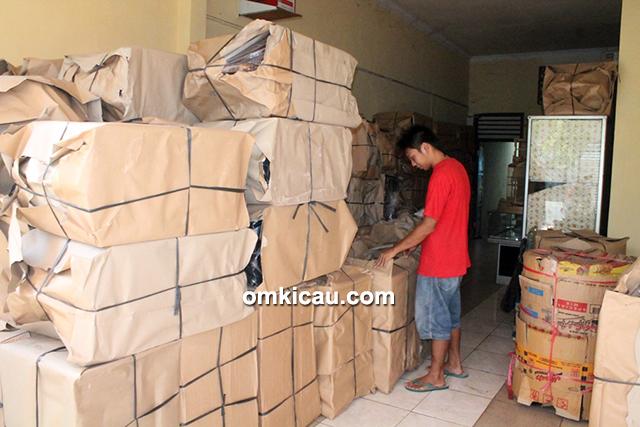 Arif Sangkar – Sangkar siap didistribusikan ke kios-kios burung di Jabodetabek