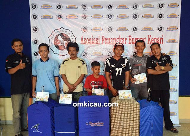 Para juara Kelas Kalitan bersama Ketua Umum APBRI M Azis Supriyanto dan Penasihat Sri Muladi