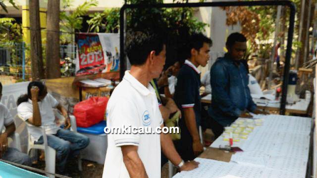 latber ibc-panitia sibuk melayani peserta