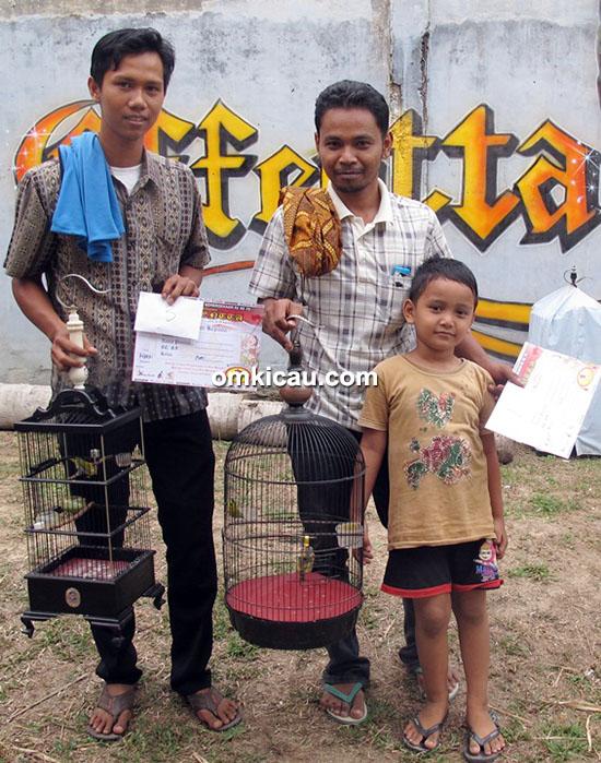 Om Bambang (tengah) dan Om Harris