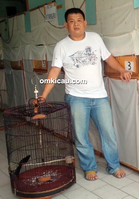 Om Johan Leuser Bird Shop Pekanbaru