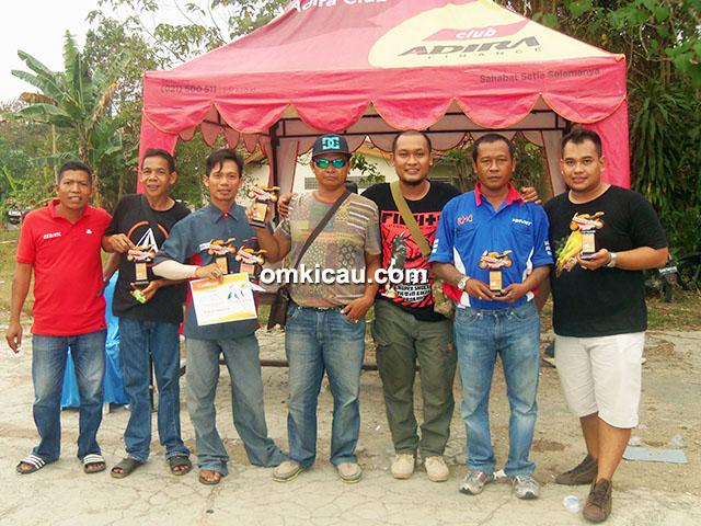 Para pemilik burung terbaik dalam even Robi Motor Cup III