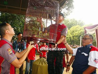 Wakapolda Lampung menggantang burung