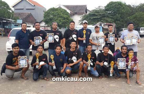 Om Itok bersama Keluarga Besar ILS