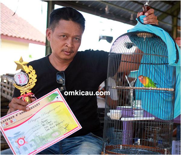 Mz Duwo bersama lovebird Arimbi