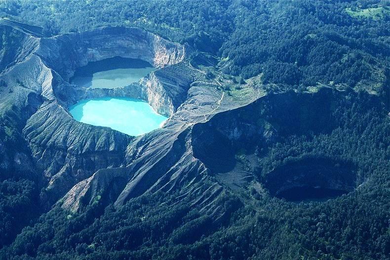 Danau Kelimutu di kawasan Taman Nasional Kelimutu, Flores, NTB