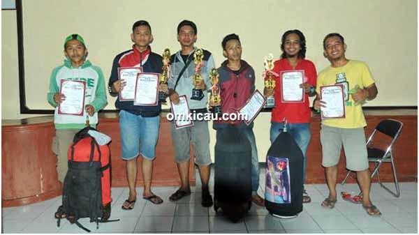 Para pemenang di kelas lovebird