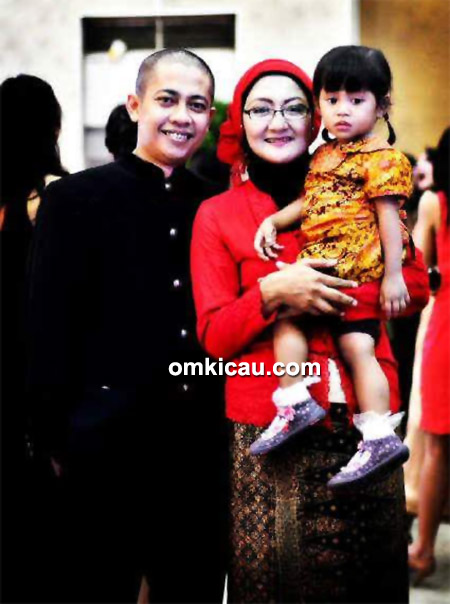 Om Pian Chopie Lady bersama keluarga