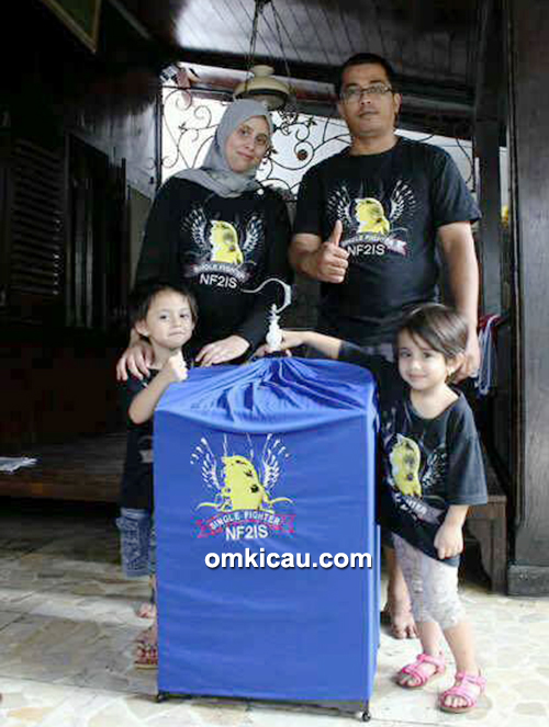 Om Nova bersama keluarga