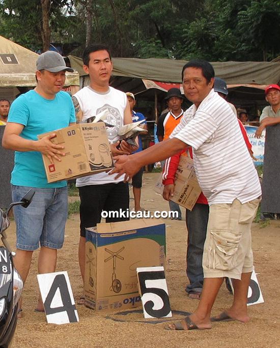 lomba merpati tinggian di Handil Nusantara Club Jambi
