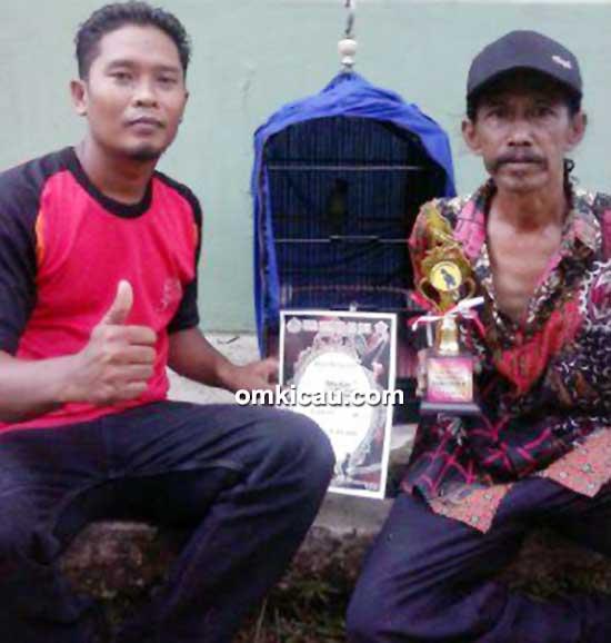 Om Ula, pemilik cucak hijau Maharani