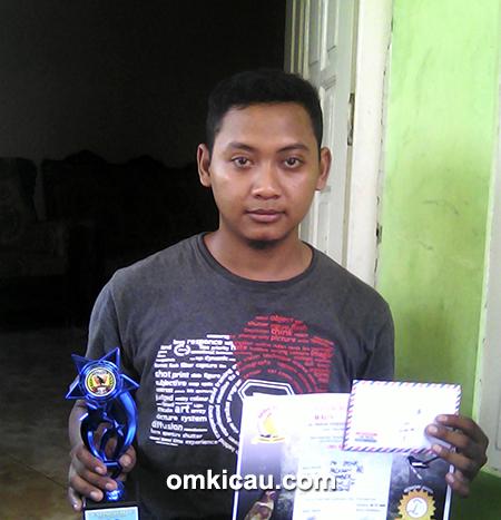 Om Ipink, pemilik cucak hijau Bomber
