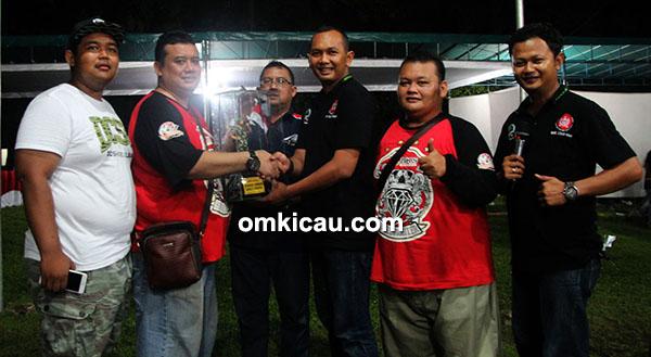 Fitri BKS juara umum single fighter