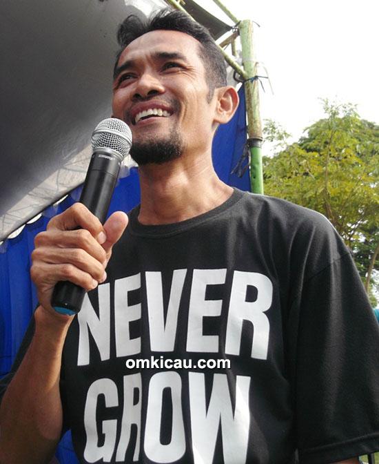 Om Dimas, salah satu MC lomba burung terbaik