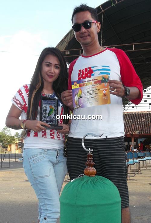 Om Sinyo Pahlawan dan lovebird Tobi
