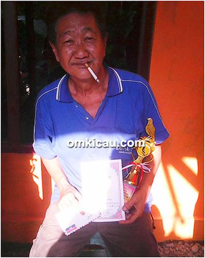 Om Uu (Banjaran), pemilik kacer Naga Hitam