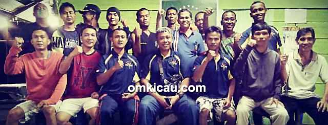 Om Yogi Prayogi (tengah) bersama para personel Commando BC