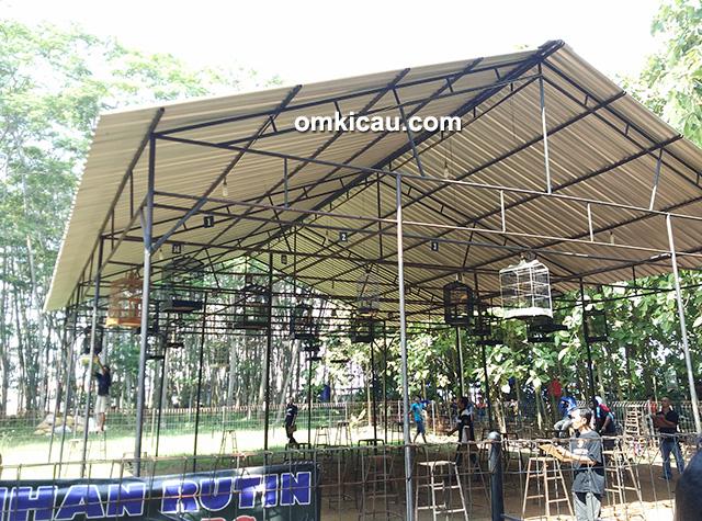 Latber amal di Hutan Kota Rajawali Batang