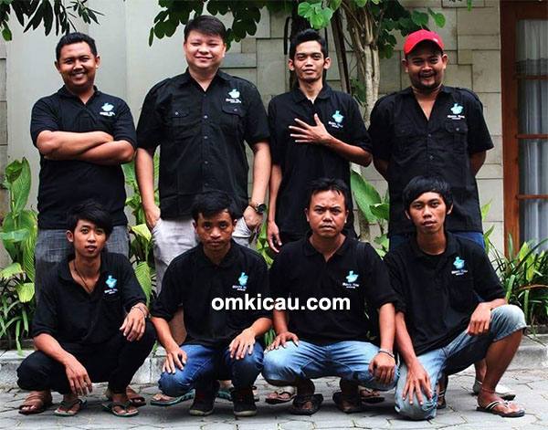 Om William Canary dan Bravo Team