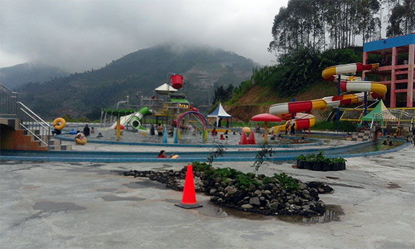 D'Qiano Water Park Dieng