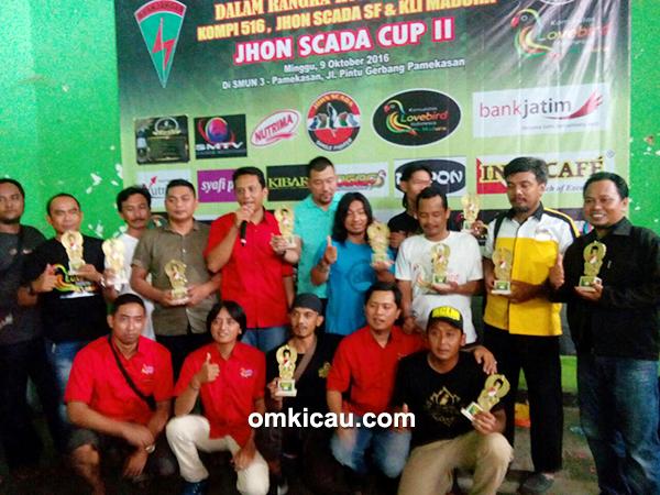 Foto bersama para pemenang lovebird beauty contest Jhon Scada Cup II