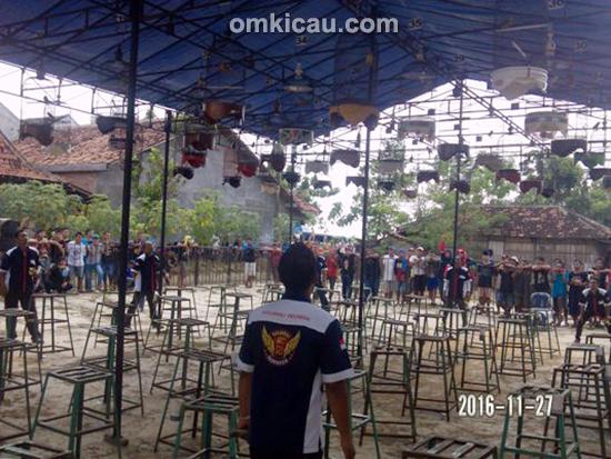 Suasana lomba burung berkicau Kizz Phonecell Cup di Purwodadi
