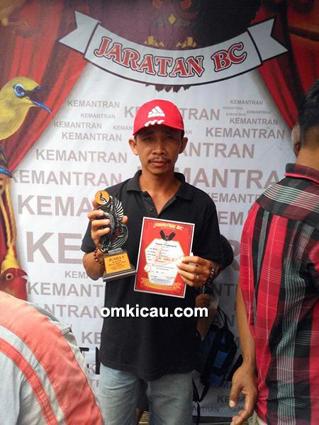 Om Dirman, pemilik kacer Jendral