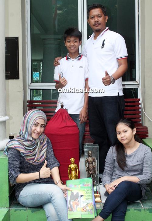 Om Bonni dan keluarga