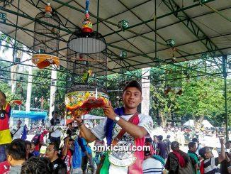 Om Iwan Pratiknyo dan lovebird Red Borneo