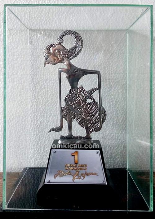 Trofi eksklusif Piala Arjuna Indramayu