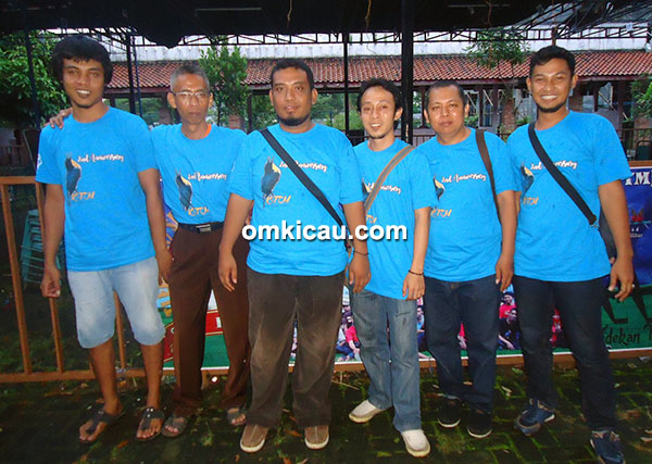 Om Dox's Setiawan bersama panitia KTM