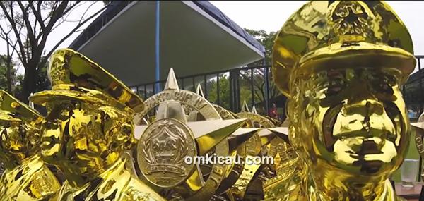 Trofi eksklusif Soeharto Cup IV