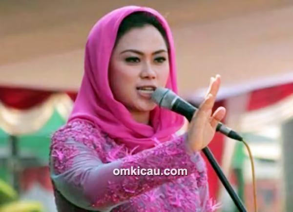 Bupati Karawang, dr Cellica Nurrachadiana