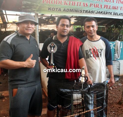 Om Ubai (kanan), owner Taman Radja Team