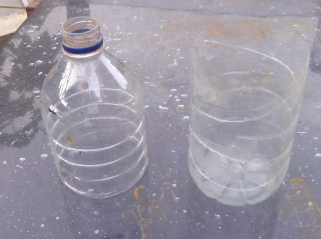Botol plastik yang sudah dipotong