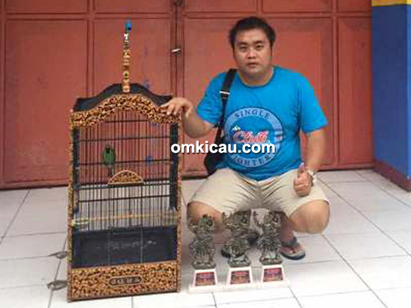 Om Hendra dan cucak hijau Air Club