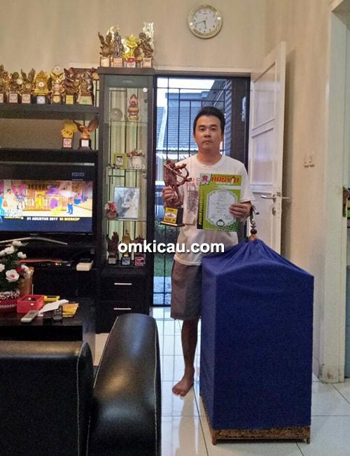 Om Andrew Tan