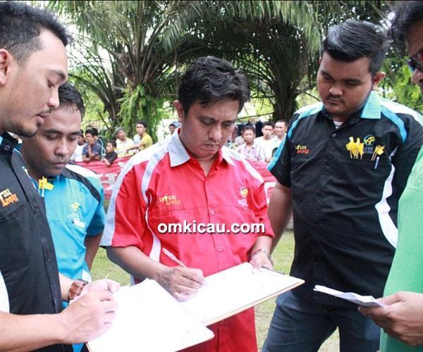 Panitia dan juri Liga AP Jaya Bengkalis