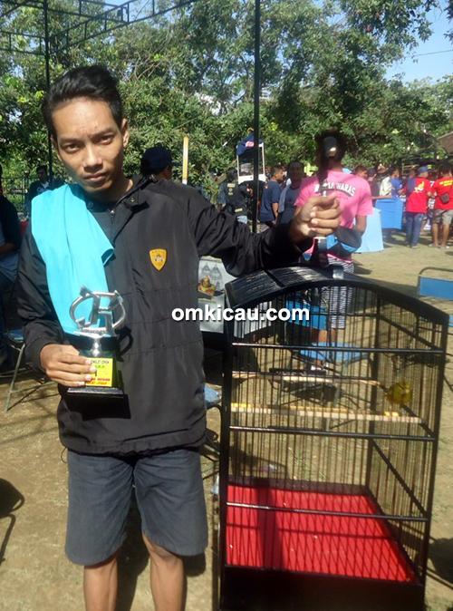 Kenari Medalion
