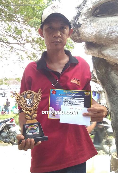 Om Sutrisno juara 1 bersama cucak ijo Vit R.